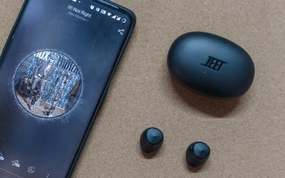 糖豆大小的真無線耳機,續航還挺長,Jeet Air 2體驗